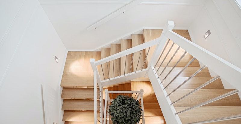 Trappegang fra 2. etasje ned til U. etasje