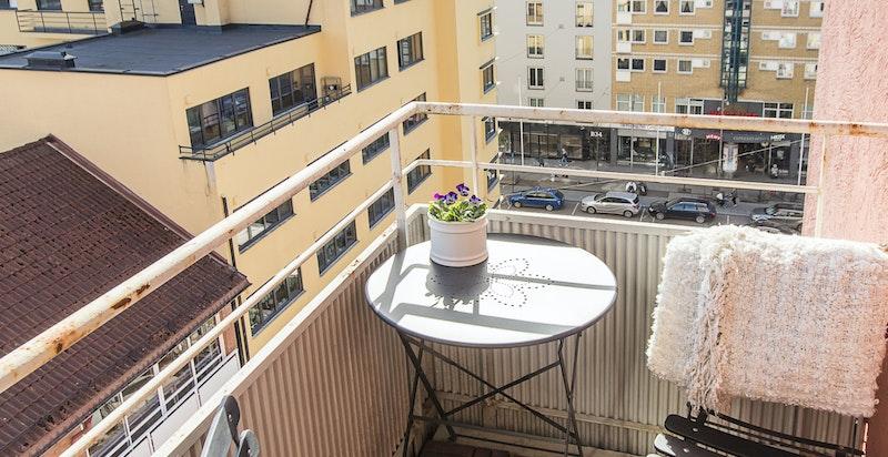 Balkongen er målt til 3 kvm.