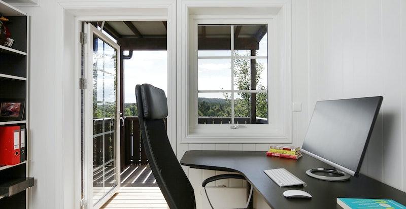 Kontor/soverom med tilgang til overbygget terrasse på 7 kvm.