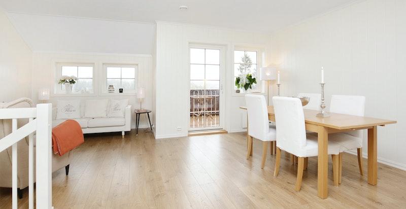 Stue med utgang til solrik balkong på 7 kvm.