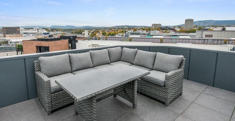 God plass til sittegruppe på takterrassen