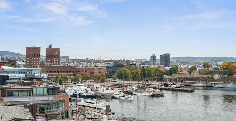 Utsikt mot havnebassenget og Rådhusplassen fra takterrassen