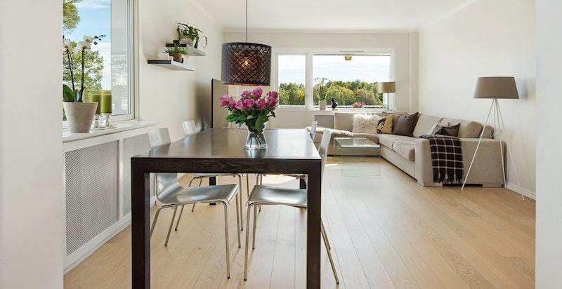 Lys og tidsmessig 3-roms hjørneleilighet med balkong og flott utsikt.