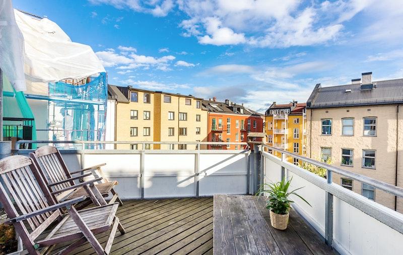 Leiligheten har en romslig balkong på 8 kvm