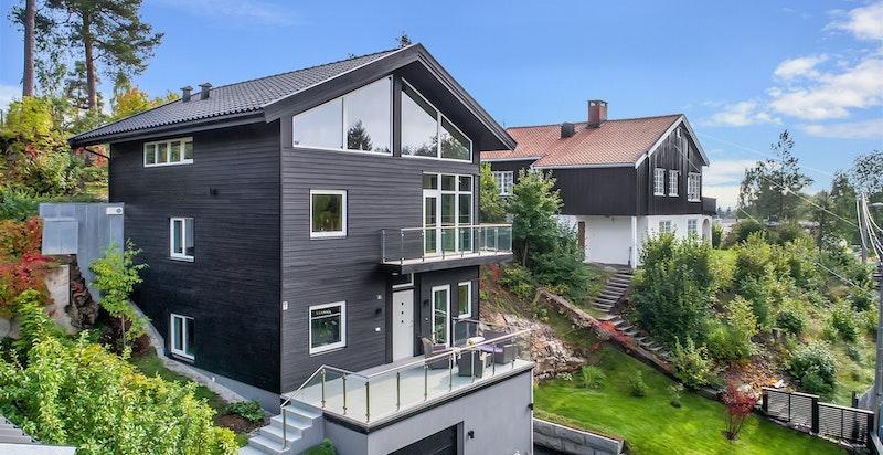 Tilbaketrukket og svært funksjonabel bolig over 4 plan