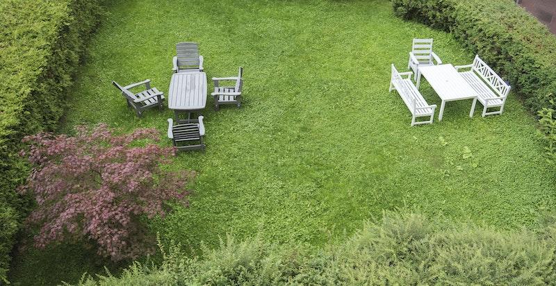 Sameiet har bruksrett til hagen i bakgården.