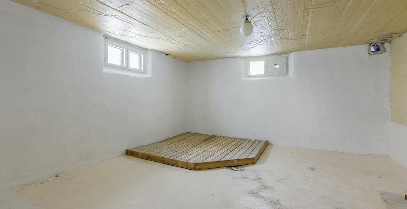 To rom med sluk i kjeller