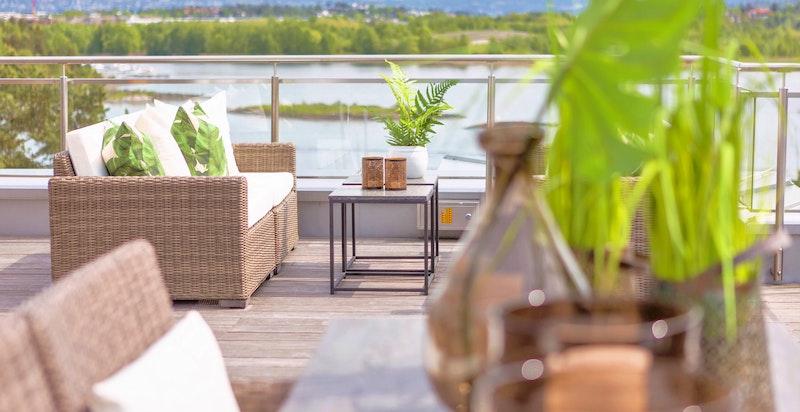 Terrasse, med utsikt og nærhet til sjøen. Ingen innsyn eller sjenanse