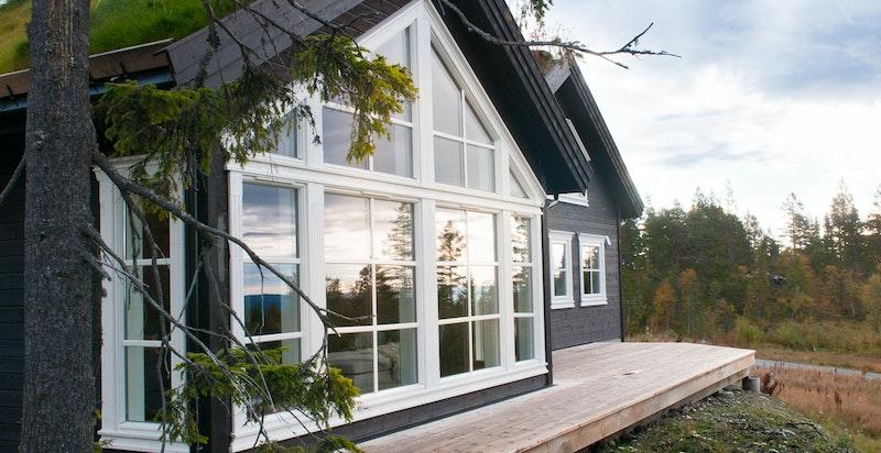 Fin terrasseplatting på fremsiden av hytta