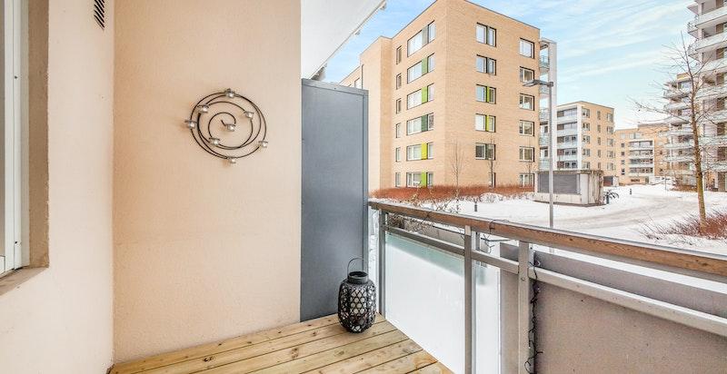 Solrik balkong med utsyn