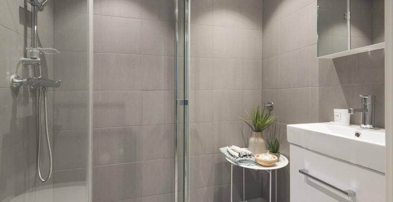 Bilde fra leilighet B3011 - delikat og pent flislagt bad