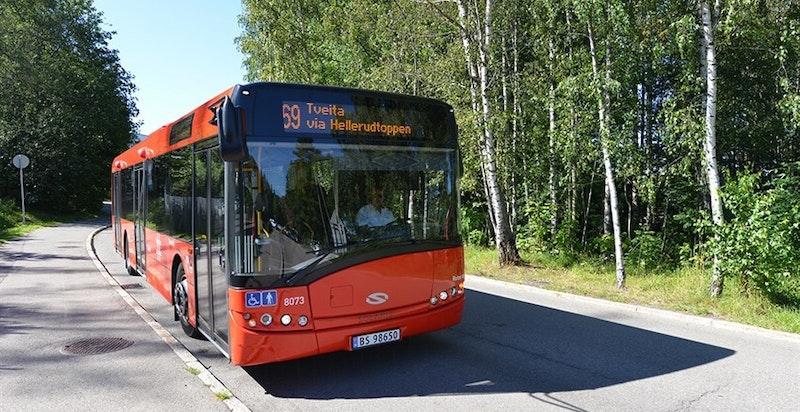 Buss i umiddelbar nærhet som frakter deg til T-banen og kjøpesenter.