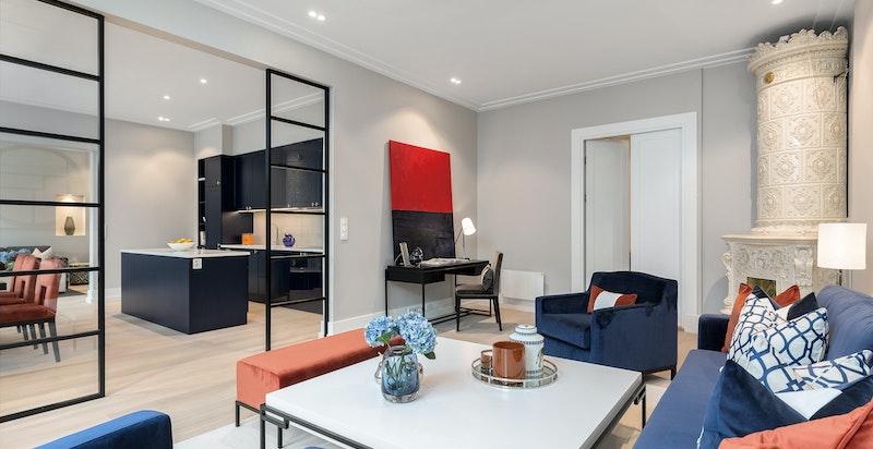 Luftig stue med god takhøyde (3 meter)