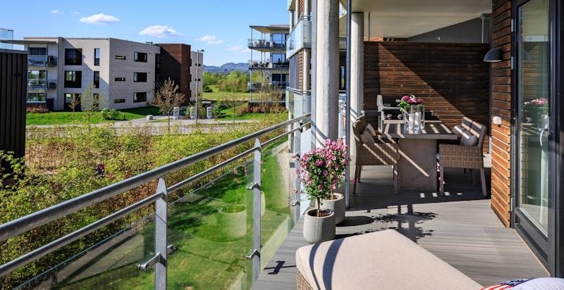 Solrik sydvestvendt veranda - Kompositt-terrassebord