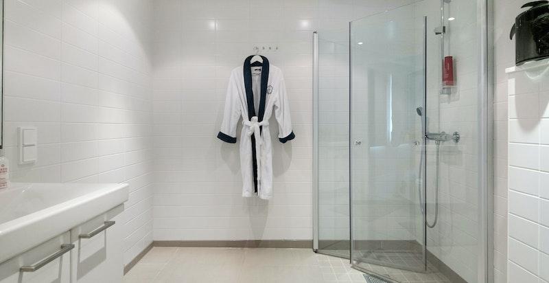 Delikat baderom med god plass til å sette inn badekar