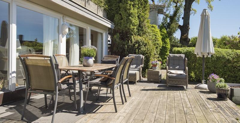Sydvendt terrasse med svært gode solforhold