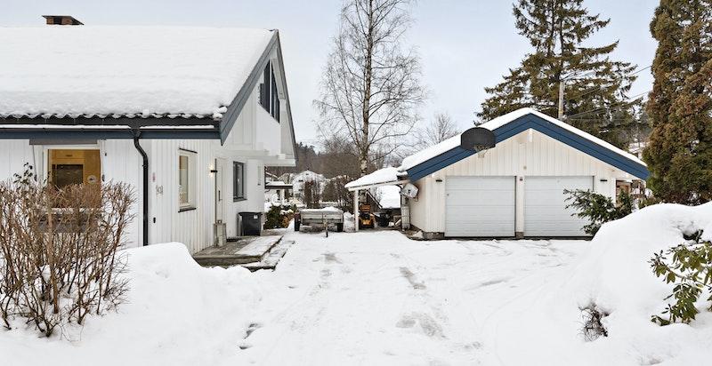 Adkomsten på vinterstid - dobbelgarasje