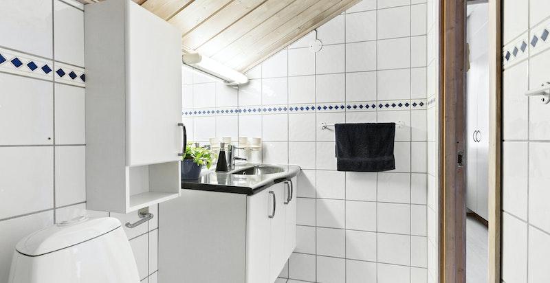 Pent bad med fliser og varmekabler