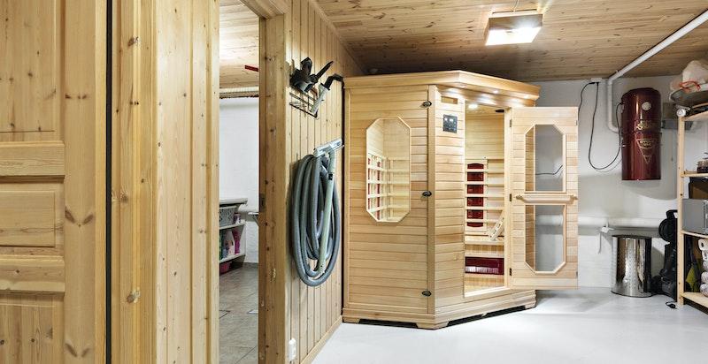 Stort lagringsrom i kjeller med plass til badstue (kan medfølge etter avtale)