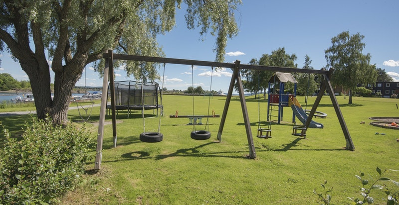 Lekeplass for barna i sameiet.