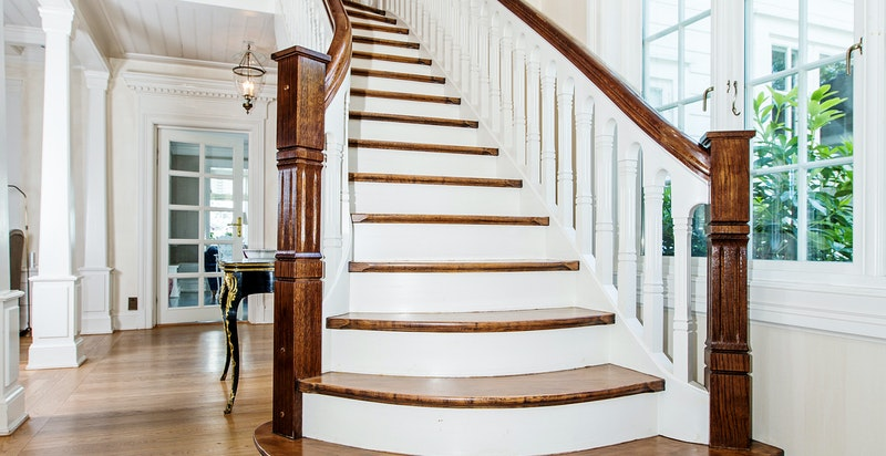 Herskapelig trapp til boligens 2. etasje