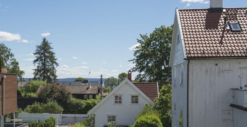 Noe fjordutiskt fra balkong og stuen.