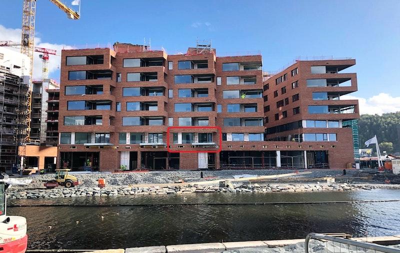 Byggingen er godt i gang, leilighet markert i rødt.