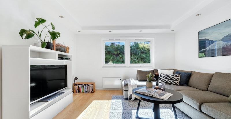 Leiligheten kan by på store åpne rom, Sigdal kjøkken, bad/vaskerom fra 2008, garasjeplass, samt nærhet til marka.
