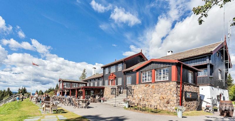 På toppen av Grefsenkleiva ligger populære Grefsenkollen restaurant med fantastisk utsikt over Osloby og fjord.