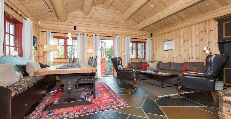 Stue med utgang til terrasse og hage