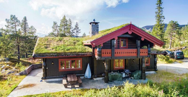 Solrikt og terrasse rundt hele hytta