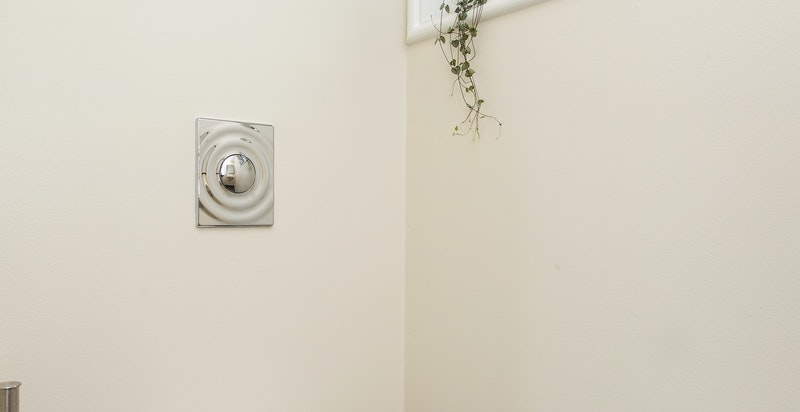 Separat wc med adkomst fra hall i 1. etasje