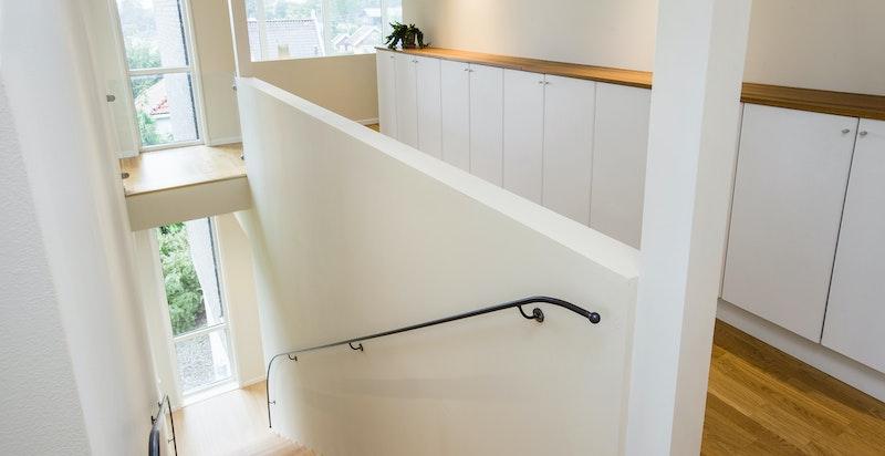 Trapp ned til 1. etasje