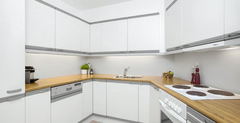 -Kjøkken med integrerte hvitevarer