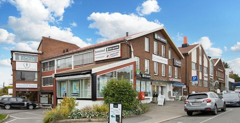 -Nærområde med legekontor, apotek og forretninger