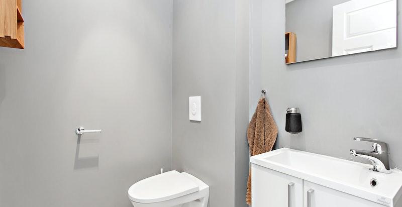 Praktisk separat wc i tilknytning til husets entré