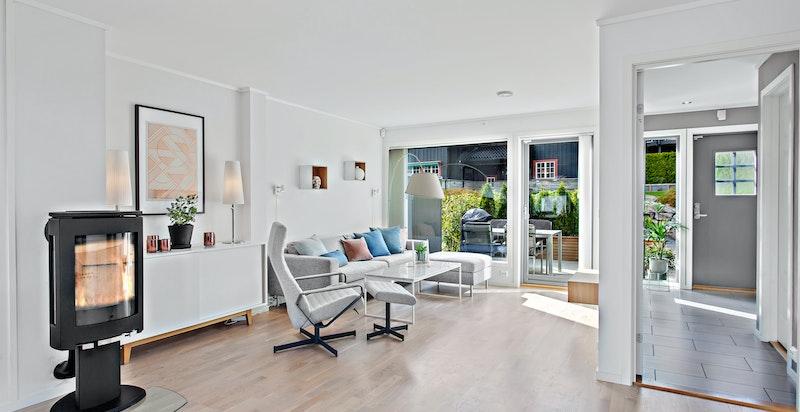 Stor luftig stue med direkte utgang vestvendt terrasse