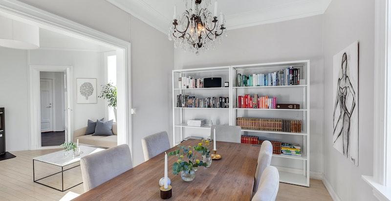 Spisestue med åpning mot stue