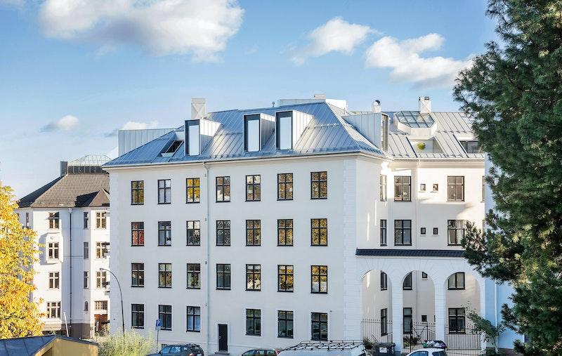 Fasade mot Uranienborgparken. Alle leilighetens vinduer vender denne veien.