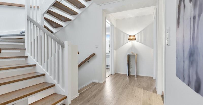 Tiltalende trapp mellom etasjene.