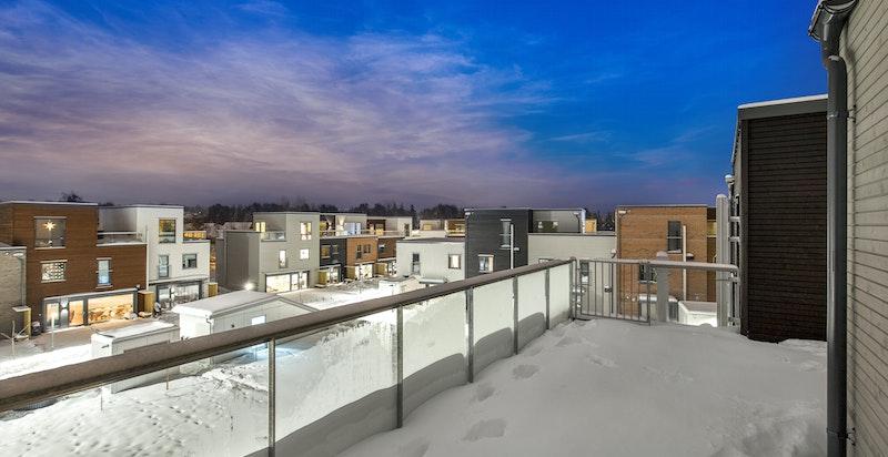 Fra stuen i toppetasjen er det utgang til takterrasse på ca. 35 kvm.