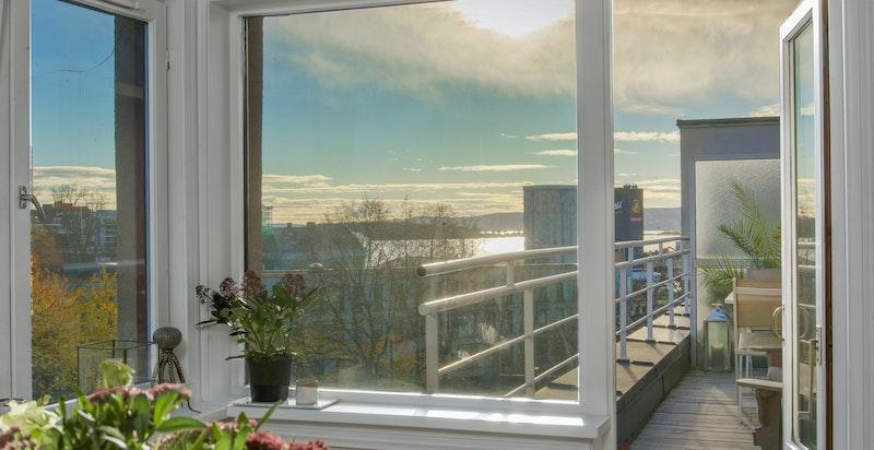 Utgang til solrik terrasse på 11 kvm