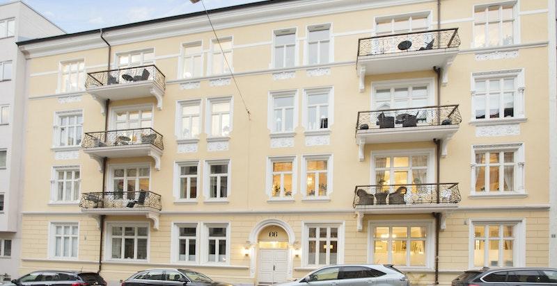 Niels Juels gate 66: Stor og gjennomgående selveierleilighet med balkong