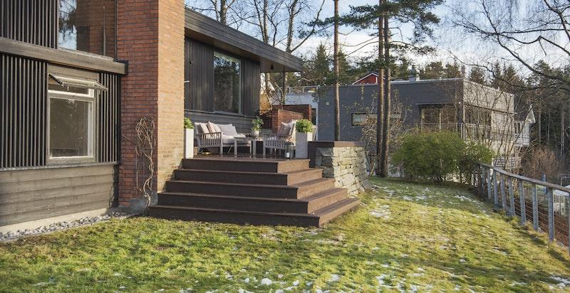 Terrasse fra hagesiden