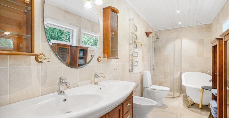 Pent flislagt bad / vaskerom fra 2010.