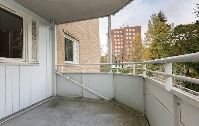 Balkongen er på 8 kvm. og har plass til utemøblement og grill.