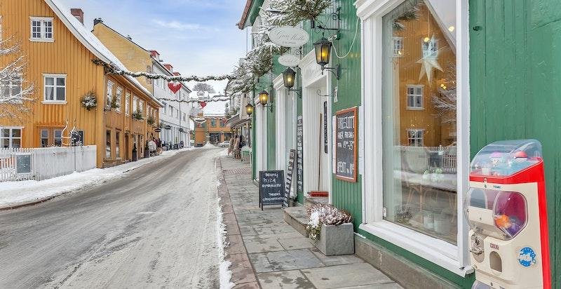 Idylliske forretninger og serveringssteder rundt Torget