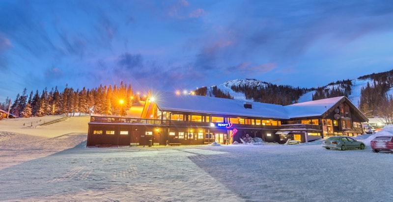 Sport1 og den lille dagligvarehandelen Pose&Sekk ved Hotellbakken
