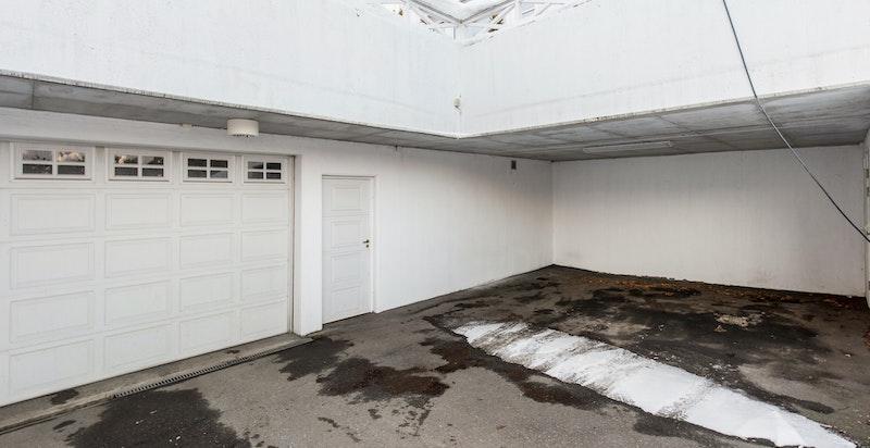Carport og innkjørsel til garasje