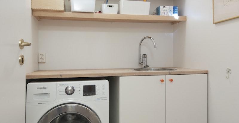 Vaskerom med ekstra toalett, Slimtech på gulv og utslagsvask